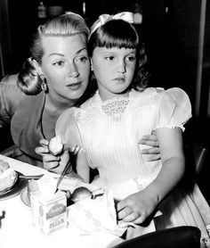 Lana and her daughter. Star Wars, Lana Turner, Mother And Father, Old Hollywood, American Actress, Movie Stars, Parents, Flower Girl Dresses, Daughter