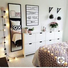 Teen bedroom interior design ideas color scheme plus decor i Deco Studio, Cute Room Ideas, Teenage Room, Home And Deco, Home Decor Bedroom, Bedroom Ideas, Diy Bedroom, Trendy Bedroom, Bedroom Plants