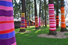 Yarn trees, could be neat for outdoor party decorations Yarn Bombing, Guerilla Knitting, Yarn Trees, Knit Art, Art Yarn, Outdoor Art, Whimsical Art, Tree Art, Installation Art