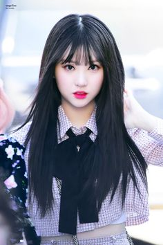 This Idol Receives Attention For Looking Like A Real Doll! Kpop Girl Groups, Korean Girl Groups, Kpop Girls, Drame, Long Hair With Bangs, Fandom, G Friend, Asia Girl, Kawaii Girl