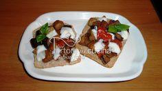 Friselline con melanzane e mozzarella La ricetta qui: http://www.duetortoreincucina.com/it/recipes/italiano-friselline-con-melanzane-e-mozzarella/
