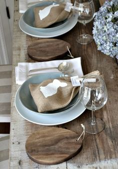 Love the rustic-meets-modern look of this easter table! The dishware reminds me of Simon Pearce's Barre collection! http://www.darilynns.com/index.php?route=product/product&filter_name=simon+pearce&product_id=482