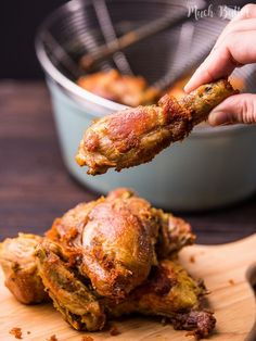 Indonesian fried chicken or ayam goreng is everyone's favorite dish in my home. The skin so crispy and the chicken is flavorful to the bone. Meat Recipes, Asian Recipes, Chicken Recipes, Recipies, Crispy Chicken, Fried Chicken, Malaysian Chicken Curry, Banoffee Pie, Indonesian Cuisine