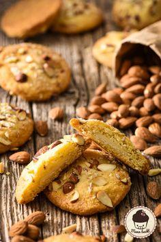 Mann backt Marzipan Stuffed Almond Cookies Kekse Marian Moschen (8 von 8)