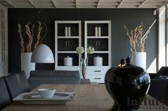 Een modern landelijk interieur. De meubels op deze afbeelding zijn in verschillende uitvoeringen verkrijgbaar. Voor meer informatie over de meubels neem dan contact met ons op via info@inhuisinterieur.nl of neem een kijkje op onze website. #In #Huis #Meubelen #Kast #Maatwerk #Hout #Interieur #Inspiration #Inspiratie #Wit #Grijs #Interior #Modern #Living #Wandkast #Furniture #Wardrobe #Closet #White #Wit #Zwart #Hout #Wood #Interieur