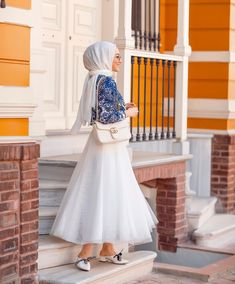 Image may contain: one or more people and people standing Modern Hijab Fashion, Workwear Fashion, Muslim Fashion, Fashion Outfits, Hijab Style Dress, Hijab Chic, Hijab Outfit, Fashion Designer Quotes, Simple Hijab