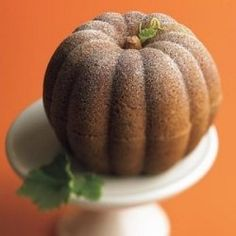 What a great idea for a Halloween Party - a Great Pumpkin Cake. The only problem is, you won't want to cut into it. Be sure to take lots of pictures...