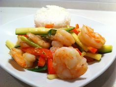Vegetable Curry Shrimp Stir Fry - For only 4 weight watcher points you can indulge in this amazingly delicious curry dish. Fresh vegetables and shrimp married together with a wonder Red Thai Curry sauce it doesn't get any better. Oh wait it does, this entire dish takes only 30 minutes to prepare. Enjoy my food loving friends.