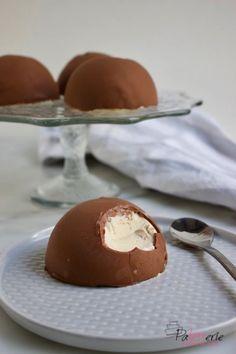 Make ice cream bonbons for dessert (only 2 ingredients) - Dessert Recipes Pudding Desserts, Köstliche Desserts, Delicious Desserts, Yummy Food, Cake Recipes, Snack Recipes, Dessert Recipes, Tapas, Chocolate Belga