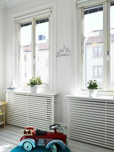 Stop your radiators from clashing with your decorating by making them blend in with some of of our ingenious ideas! Photo: Fresh Home Radiators are known to clash with decorating and have been known to create huge obstacles for modern … Continue reading → Best Radiators, Home Radiators, Modern Radiator Cover, Diy Casa, My New Room, Diy Furniture, Sweet Home, Room Decor, House Design