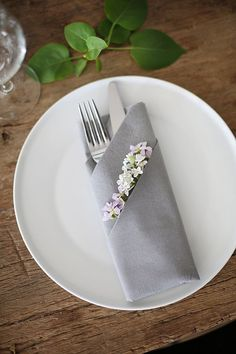 Weddings ripping idea resource 5001692924 - more magical does of wedding notes. Thirsty for additional thrilling tips, stopover the pinned image right now. Wedding Napkin Folding, Paper Napkin Folding, Wedding Napkins, Diy Place Settings, Wedding Place Settings, Wedding Notes, Chic Wedding, Summer Wedding, Wedding Guest Table