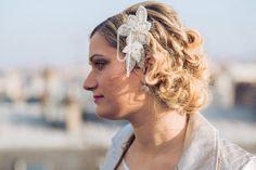 Fascinator Giroflée – accessoire de coiffure de mariage – applique strassée – perles facettées – peigne - Sautoir et Poudrier par SautoirEtPoudrier sur Etsy https://www.etsy.com/fr/listing/220502943/fascinator-giroflee-accessoire-de