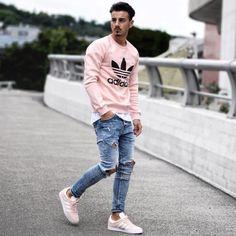 Calça jeans Destroyed. Macho Moda - Blog de Moda Masculina: CALÇA DESTROYED MASCULINA: Como Usar e Onde Comprar Online? Calça Rasgada Masculina, Calça Destroyed Jeans, Calça Masculina Rasgada, Moda para Homens, Roupa de Homem. Moletom Adidas Rosa, Moletom Rosa, Tênis Adidas