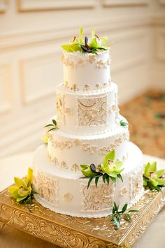 Antique-Ivory-Gold-Green-Wedding-Cake