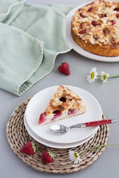 Cuillère Laguiole Jean Dubost rouge basque, 100% fabrication française, Gâteau à la ricotta, amandes et fraises Cake, Waffles, Laguiole, Breakfast, Recipes, Food, Almonds, Strawberries, Cooking Food