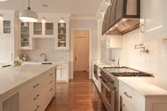 Kitchen - traditional - Kitchen - New York - Huestis Tucker Architects, LLC White Marble Kitchen, White Kitchen Cabinets, Shaker Kitchen, Alno Kitchen, Kitchen Hoods, Kitchen New York, Glass Cabinet Doors, Cabinet Lights, Luxury Interior Design