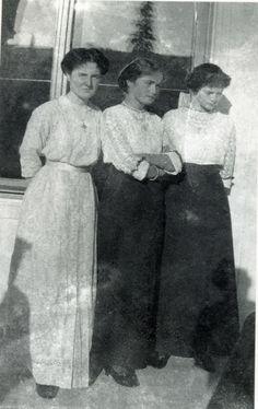 historyofromanovs:  ohsoromanov:   Countess Anastasia Vasilyevna Hendrikova with Grand Duchesses Olga and Tatiana.   Olga's having none of it!