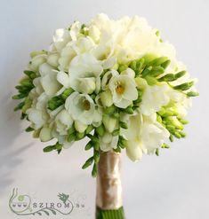 Esküvő menyasszonyi csokor - Szirom Floral Wedding, Wedding Bouquets, Floral Design, Wedding Decorations, Deck, Wedding Inspiration, Trees, Weddings, Bride