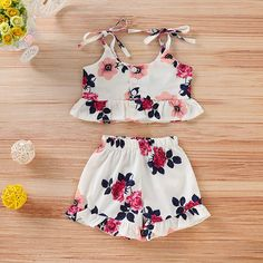 Baby / Toddler Girl Pretty Floral Strappy Ruffled Top and Shorts Set – Modelagem Top Kids Frocks, Frocks For Girls, Dresses Kids Girl, Little Girl Outfits, Kids Outfits Girls, Cute Outfits, Toddler Outfits, Baby Girl Dress Patterns, Baby Dress Design