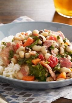 Slow-Cooker Black-Eyed Peas – Ham and bacon lend their smoky goodness to black-eyed peas in this simple and delicious slow-cooker dish.