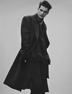 justdropithere: Matthew Bell by Rory Payne - Exit Magazine, Spring 2014 Portrait White Photography, Photography Poses, Male Fashion Photography, Matthew Bell, Six Of Crows, La Mode Masculine, Poses References, Herren Outfit, Black And White Man