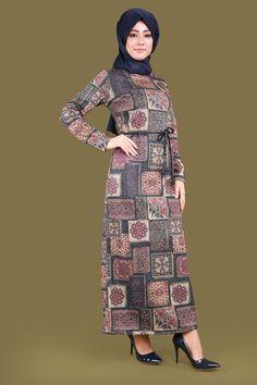 Çini Desen Tesettür Elbise Laci Ürün kodu: LRJ6155 --> 69.90 TL The Dress, High Neck Dress, Turkish Wedding, Cultural Diversity, Wedding Hairstyles, Sewing Patterns, Tunic, Satin, Culture