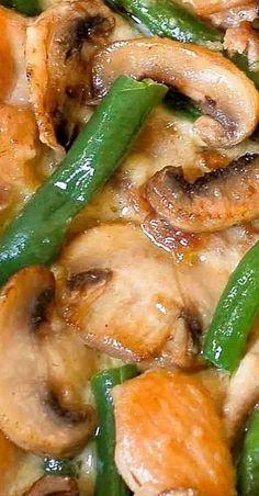 One Skillet Chicken with Green Beans Turkey Recipes, Chicken Recipes, Dinner Recipes, Chicken Ideas, Keto Chicken, Yum Yum Chicken, Parmesan, One Pot Meals, Main Meals