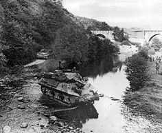 Tank destroyers - M10 tank destroyer - Wikipedia M10 Wolverine, M10 Tank Destroyer, Self Propelled Artillery, Tank Armor, Ww2 Photos, Ww2 Tanks, France, Panzer, Second World