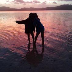 Imagen vía We Heart It #friendship #girls #happy #photography #pretty #summer #sunrise #sunset #beach #friends #love