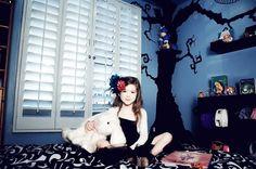 Interiors by Fashion Designer Angela Johnson (Alice in Wonderland themed room)