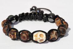 Bracelet tête de mort/Agate brune/crâne howlite/bijoux Crane, Stone Beads, Bracelet Making, Solid Black, Skull, Beaded Bracelets, Gemstones, Brown, Jewelry