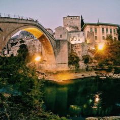 Inspiring architecture of Old Bridge in Mostar. Visit our website: www.tourguidemostar.com #mondaymotivation #tourguidemostar #cityscape #lonelyplanet #cityscape #architecture #oldbridge #flowers #oldbridge #starimost #mostar