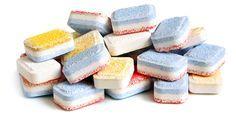 Hay dos motivos por los que puedes optar para hacer tus propias pastillas para el lavavajillas. Uno es para evitar los químicos que contienen los lavavajillas comerciales que son nocivos y además p…