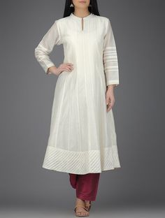 Discover recipes, home ideas, style inspiration and other ideas to try. Salwar Designs, Kurta Designs Women, Kurti Designs Party Wear, Blouse Designs, Collar Kurti Design, Kurta Neck Design, Kurta Patterns, Dress Patterns, Pakistani Dresses