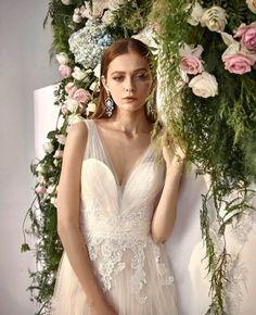 En özel anlar, en romantik detaylarla daha da özel... 🌟 Grecian Goddess, Modern Romance, Chantilly Lace, Lace Applique, The Dress, Bodice, Tulle, Chiffon, Gowns