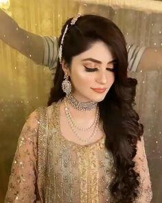 Pakistani Bridal Makeup Hairstyles, Pakistani Wedding Hairstyles, Pakistani Makeup, Bollywood Hairstyles, Bridal Hairstyle Indian Wedding, Bridal Hair Buns, Braided Hairstyles For Wedding, Indian Hairstyles, Bride Hairstyles