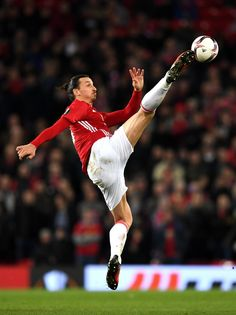 Zlatan Ibrahimovic of Manchester United in action during the UEFA Europa League Round of 32 first leg match between Manchester United and AS Saint-Etienne at Old Trafford on February 2017 in Manchester, United Kingdom. Football Icon, Best Football Players, Soccer Players, Wilson Football, Football Wall, Europa League, Ibrahimovic Wallpapers, Ronaldinho Wallpapers, Manchester United Wallpaper