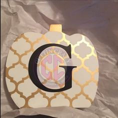 Loving what was done with this initial! Perfect fall decoration! #fall #initial #cuttincrazy #monograms www.etsy.com/shop/cuttincrazy