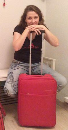 Tuppersex con La Maleta Roja en Castilla y León. Michael Kors Jet Set, Tote Bag, Bags, Red, Handbags, Totes, Bag, Tote Bags, Hand Bags