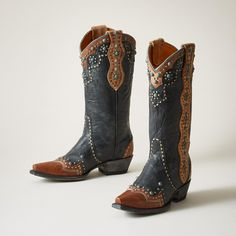 Cheryl Tall Boots[Picked from SUNDANCE] These braided leather and concho embellished, Old Gringo? boots are crafted by hand, each pair with its own, unique persona. Vintage, turquoise patina studs stand out against wrinkled, buttery soft leather with long, embellished pull tabs, snipped toes and stacked heels. Leather lined. Imported. Exclusive. Whole and half sizes 6 […]