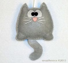 Felt Christmas Ornament Grey Kitty by SpokenStitch on Etsy Fabric Crafts, Sewing Crafts, Sewing Projects, Felt Cat, Felt Decorations, Felt Christmas Ornaments, Felt Patterns, Felt Fabric, Felt Toys