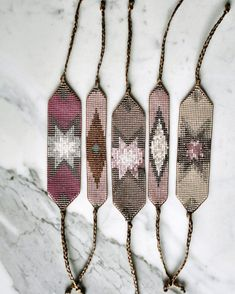off loom beading Seed Bead Patterns, Peyote Patterns, Beading Patterns, Bead Loom Bracelets, Beaded Bracelet Patterns, Motifs Aztèques, Form Crochet, Bijoux Diy, Loom Beading