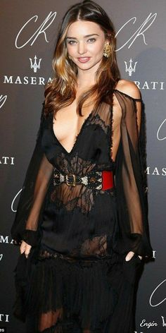 Miranda Kerr - Australian model, best known as one of the Victoria's Secret Angels. Miranda stepped out to celebrate the launch of former French Vogue editor Carine Roitfeld's book. Star Fashion, Fashion Models, Womens Fashion, Paris Fashion, Style Miranda Kerr, Australian Models, Celebs, Celebrities, Fashion Books