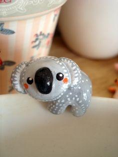 """Attache-thé """"Mon Koala"""" oMamaWolf figurine en porcelaine froide : Vaisselle, verres par omamawolf"""