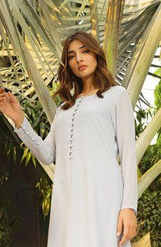 Diy Clothes, Clothes For Women, Glam Slam, Plain Dress, Mom Dress, Romantic Look, Slim Legs, Pakistani Dresses, Daily Fashion