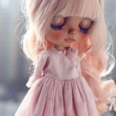 #sunshineholiday #rbl #blythe #customblythe #blythecustom #doll # K07 # K07doll Pretty Dolls, Beautiful Dolls, Sunshine Holidays, Large Eyes, Barbie, Custom Dolls, Blythe Dolls, Ooak Dolls, Doll Face