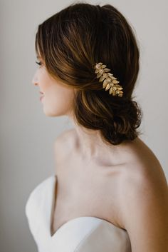 Gold Leaf Hair Comb   Gold Bridal Hair Comb   Leaf Hair Comb   Wedding Hair Comb   Gold Leaf Headpiece   Lena Hair Comb Gold by GlamHerBands on Etsy https://www.etsy.com/ca/listing/500047775/gold-leaf-hair-comb-gold-bridal-hair