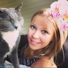 21 Pets Who Hate Taking Selfies With You
