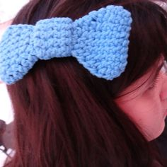 Make this easy crochet bow for your own hair!