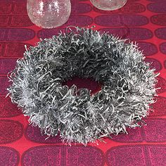OHJE: Paperinauhakranssi Door Wreaths, Christmas Wreaths, Diy Crafts, Door Hangers, Holiday Decor, Google, Make Your Own, Homemade, Craft